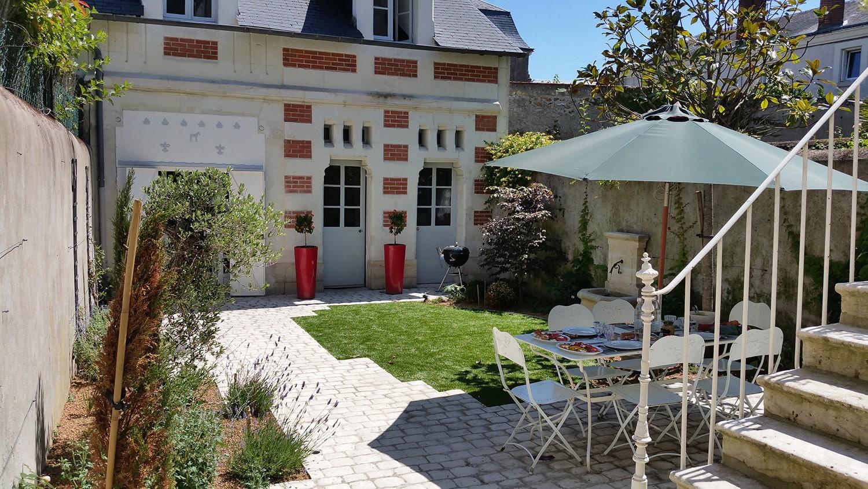 Comment Amenager Un Mur De Jardin comment aménager une cour extérieure ? - lantana paysage