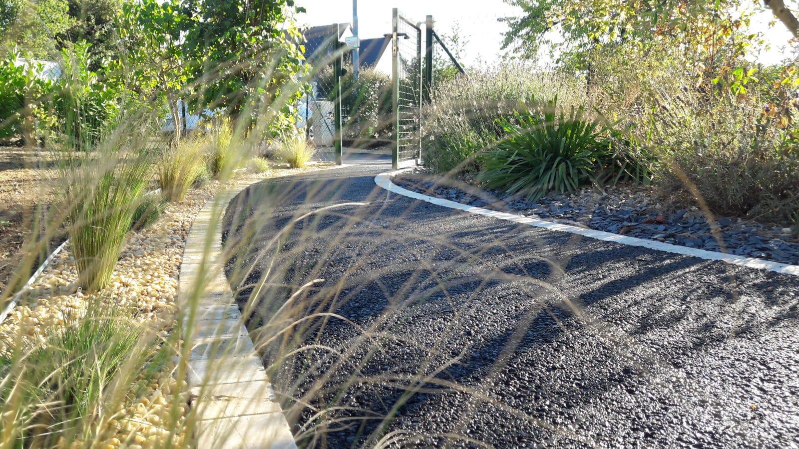 Allee De Jardin En Pente comment aménager une allée de jardin ? - lantana paysage