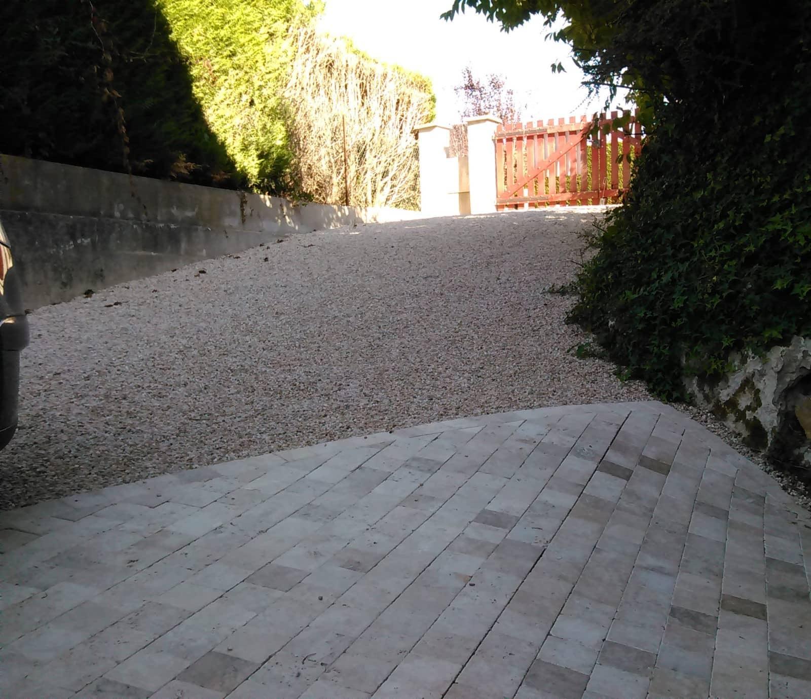 Allee De Jardin En Pente aménagement d'allée en pente (voiture, jardin) - lantana