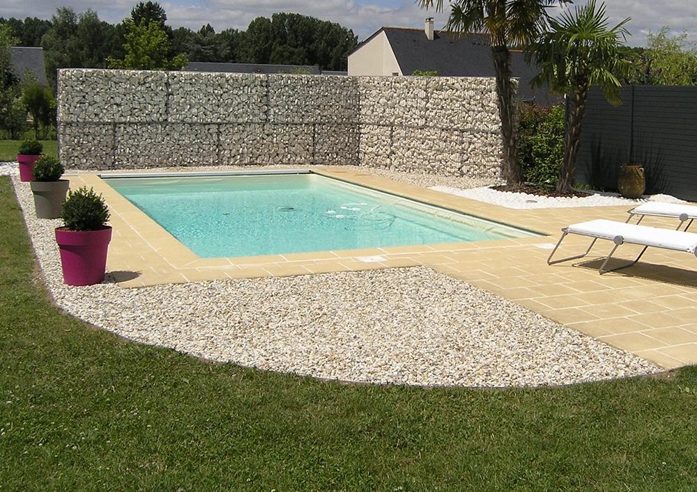Aménagement d\'une plage de piscine - Lantana Paysage