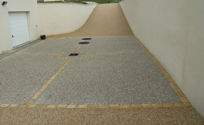Dalle Beton Parking Herbe aménagement descente, allée de garage - lantana paysage